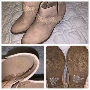 SO - Size 7 - Ankle Boots